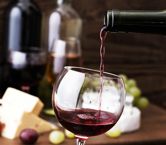 SG wine pour